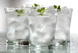 2011-07-01-16-50-31-2-drinking-cold-water-in-summer-is-another-tip-to-lo